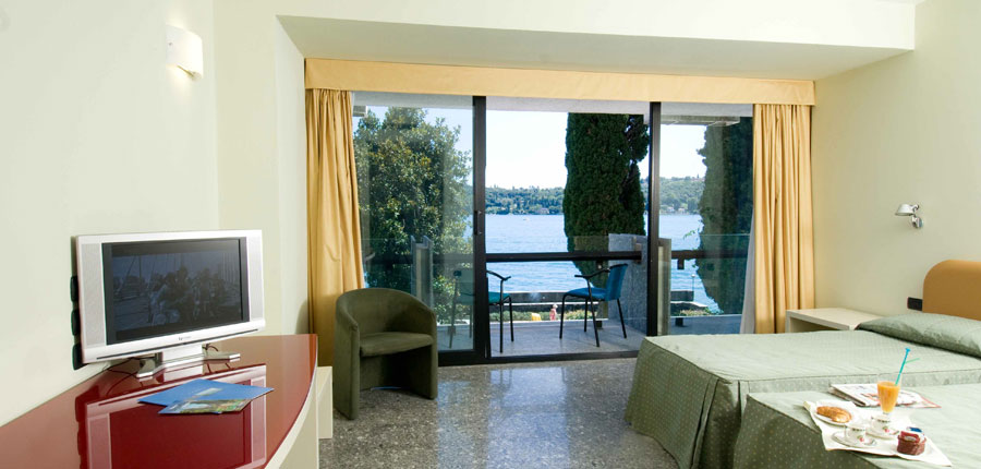 Hotel Salo Du Parc, Gulf of Salo, Italy - Bedroom.jpg